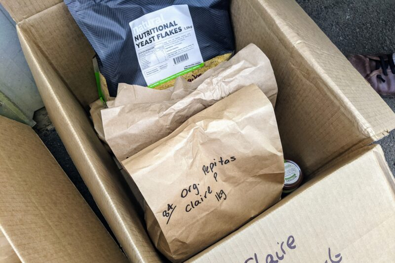 箱の中に商品